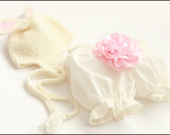 Ruffled Baby Bloomers In Ivory