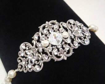 Crystal Bridal bracelet, Wedding bracelet, Bridal jewelry, Swarovski bracelet, Statement bracelet, Cuff bracelet, Vintage style bracelet
