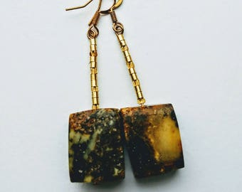 20. Geometric amber earrings.