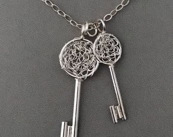 Crochet Silver Key Pendant Necklace, Crochet wire jewelry, crochet necklace, Silver Necklac, Key Necklace, Woven necklace, knitted wire