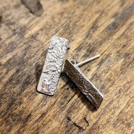 Reticulated silver bar earrings