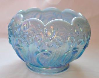 Fenton vintage en verre Opalescent bleu Rose Bowl, Lily of the Valley Design, plat en verre bleu irisé belle, jolie Fenton Home Decor