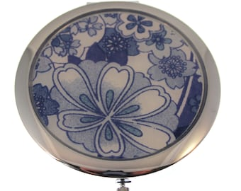 Compact Mirror. Blue Porcelain Chiyogami