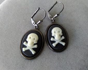 Skull and Crossbones Halloween Earrings