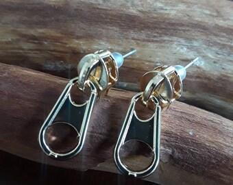 Zipper earring in gold