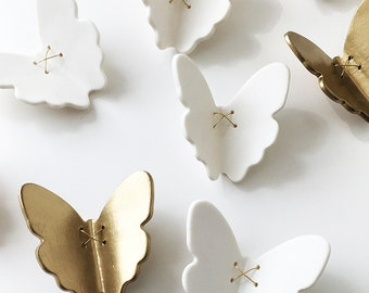 3D Butterfly wall art 7 Gold + white porcelain ceramic butterflies wall art sculpture Set of 7 butterflies with metal wire (5 white 2 gold)