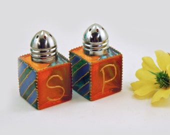 Salt and pepper shakers - Hand painted glass - Orange and blue