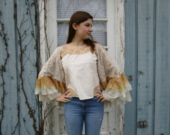 Off the Shoulder Bell Sleeve Lace Top// Medium Large// White Gold// emmevielle
