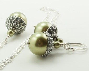 Bridesmaid Jewelry Set, Acorn Necklace and Earrings Set with Light Green Swarovski Pearls, Autumn Wedding Bridesmaid Gift Gift for Gardener