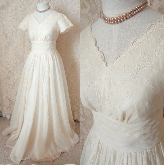 Beautiful 1950\'s Vintage Cream Eyelet Evening Party Prom