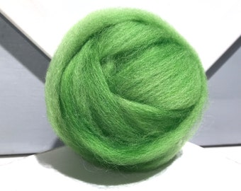 """Green wool roving """"Sour Apple"""" Spinning, Needle Felting Spinning wool, lime, yellow green, chartreuse, Spring Green Wool, Light Green roving"""