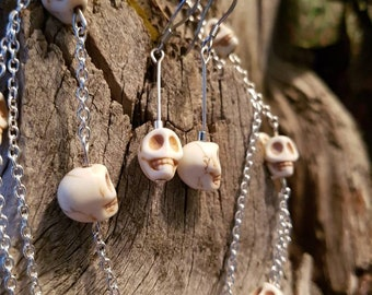 Howlite skull necklace and earring set
