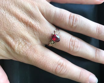 Antique Art Deco or Victorian 14k Solid Yellow Gold with Ruby or Garnet Stone Ring