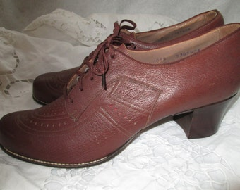 1940's Ladies Brown Leather Oxford Shoe by MIRACLE TREAD