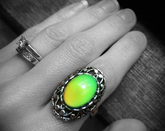 Real Mood Ring - Mood Jewelry - Gothic Ring - Color Changing Ring - Moodstone Ring - Antique Silver Mood Ring - Victorian Ring