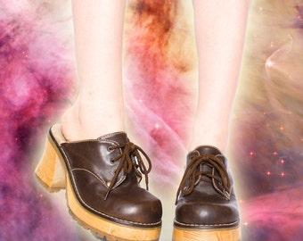 90s Vintage Brown Vegan Leather Wood Platform Goth Clog Ankle Boots 8