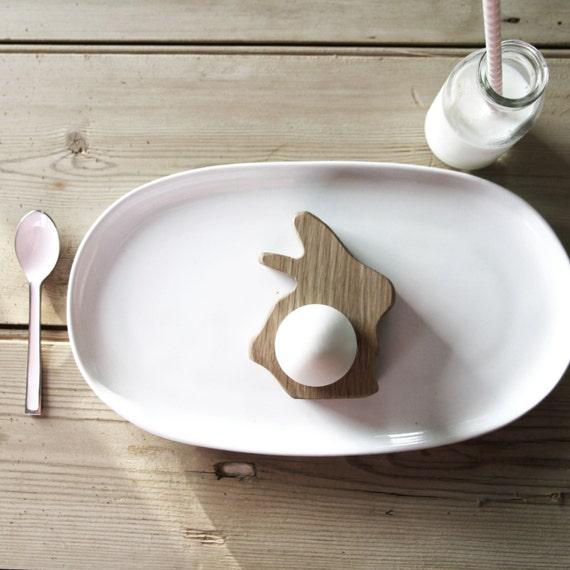 hop peck aus holz baby bunny eierbecher und servietten ring. Black Bedroom Furniture Sets. Home Design Ideas