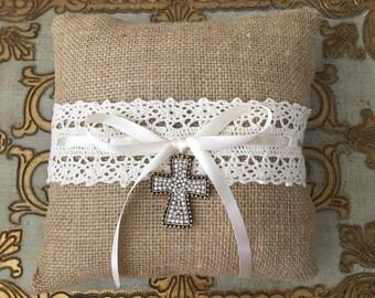 Burlap Ring Bearer Pillow.Lace Burlap Ring Bearer Pillow.Square Ring Bearer Pillow.Ring Bearer Pillow.Burlap Ivory.Lace.Vintage Style.Rustic