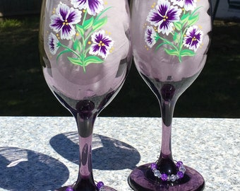 Purple Wine Glasses With Hand Painted Flowers and Wine Glass Charms Set of 2, Purple Lover Gift, Birthday Gift, Bridal Shower Gift