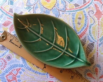 Green Pottery Leaf Dish, Vintage 1950s, Art Pottery, Leaf Dish, Green Tray, Kitchen Serving,  Raised Decoration, Candy Dish, Free Shipping