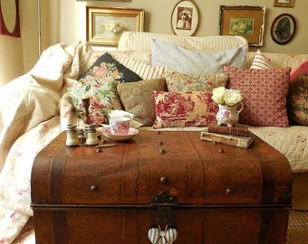 Handsome antique tin trunk, steamer trunk, coffee table