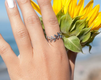 Leaf Ring Sterling Silver 925 ~ Ring ~ Jewelry ~ Thin Band ~ Basic ~ Casual ~ Everyday ~ Bohemian ~ Hippie ~  Boho ~ Maresia ~MR092