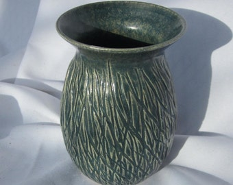 Vase Wild Green - Hand Carved Pottery