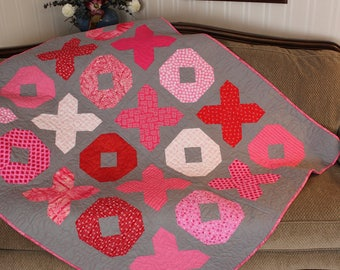 handmade Quilt, Kisses and Hugs Quilt, pink and red quilt, gift, toddler quilt, throw, free shipping
