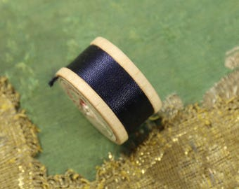 1 vintage pure silk buttonhole twist thread spool deep navy blue shade 10 yards size D Coats clark  18