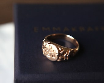 Vintage style Signet Ring in 8 Karat Gold
