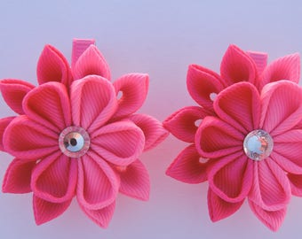 Kanzashi Fabric Flowers. Set of 2 hair clips. Hot Pink and Shocking Pink clips.
