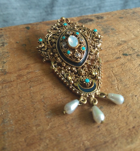 Ornate jeweled vintage signed Art Victorian revival garnet pearl gold brooch 1960s Regency