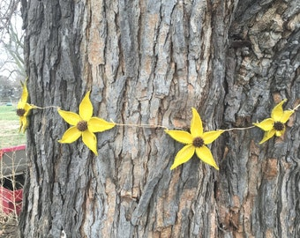 Spring Milkweed Pod and Sweetgum Flower Garland with 8 Color Options