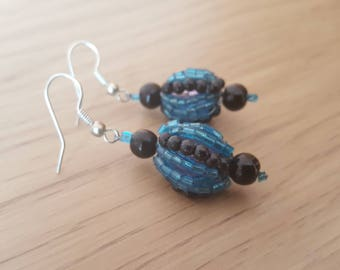 Black and dlue handmade earrings, roundshape earrings. Jewellery for her. Perfect gift for her.