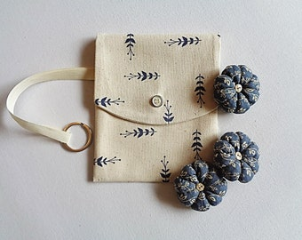 Clutch bag and its 3 Lavender flowers