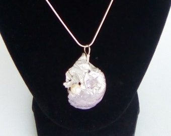 Pearl Painted Calcified Ark Seashell and Real Pearl Necklace