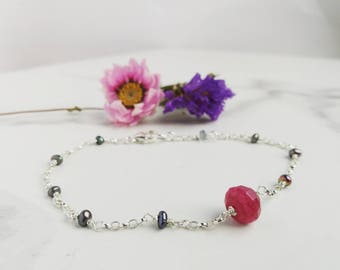 Delicate bracelet with hot pink Quartz, Freshwater Pearls and Sterling Silver chain