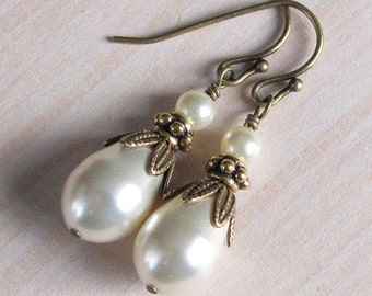 Teardrop Pearl and Antique Brass Bridesmaid Vintage Style Teardrop Pearl Earrings, Bridesmaid Gift, Pearl and Brass, Pearl Drop Bridal Party