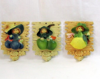 Vintage 60s Elf Children and Fruit Wall Decor / Plastic Wall Decor / Wall Plaques / Wall Hooks / Gifts of the World / McCrory / Hong Kong