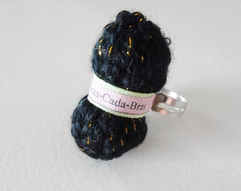 Ring of shiny black yarn (customizable)