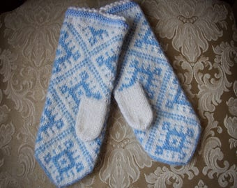 Womens winter mittens, knitted mittens, wool mittens, knit mittens, snow flake mittens,