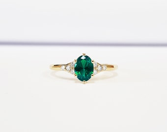 Emerald and diamond art deco 1920's inspired engraved engagement ring in yellow/rose/white gold or platinum