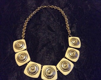 Elegant vintage cream enamelled necklace