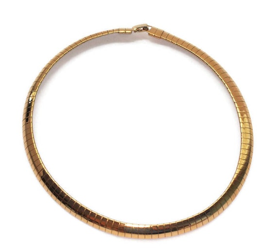 Gold Tone Omega Chain Necklace Flexible Collar 16 Inch Simple Sleek Vintage