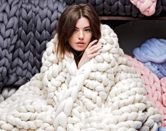 Premium Collection. Ohhio's Grande Punto Large blanket. Chunky blanket. Extra Fine Merino wool (19-micron merino wool)