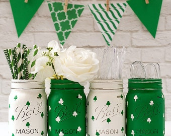 St Patrick Day Decor - Kelly Green Mason Jar - Shamrock Mason Jars - Painted Distressed Mason Jars
