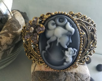 A big and bold, black and white  Cameo Bracelet.  Beautifully built to last!