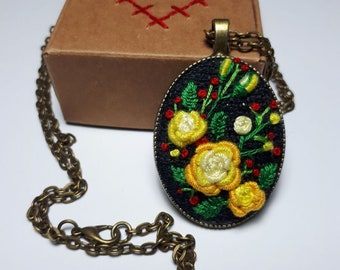 Embroidery pendant with yellow roses in frame