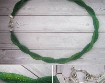 lucky green twisted mesh necklace
