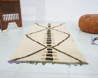 Moroccan runner 2.7ft x 5.6ft Ivory beniouarain rug Tapis berber berberes Berber teppish Moroccan rug Living room rug